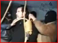 サダム・フセイン元大統領の流出した処刑映像 立会人から罵声を浴びながら執行される