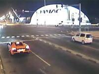 恐怖の交差点事故!停止中の車に時速約100キロの車が突っ込む