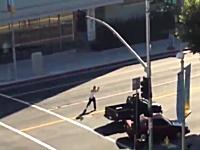 ハリウッドで男が拳銃を乱射。その瞬間を撮影したビデオがネットにアップされる