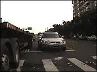 これは何が起きた?ブレーキングでいきなり後ろを向いてしまうトレーラー頭