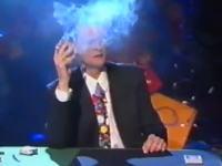 ヘビースモーカーすぎるマジシャン「トム・マリカ」の奇抜なマジックの動画