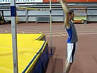 神動画。立ち高飛びで184cmのバーを越える凄い映像。バネ人間凄すぎww