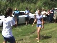 動画サイトにアップされた女子高生が激しく殴りあう決闘動画で母親が逮捕w