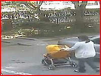 急発進か踏み間違えか。ママと赤ちゃんが車の下敷きになってしまう事故。