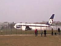 ボーイング767の胴体着陸で一般の人が撮影した大迫力の映像が上げられる