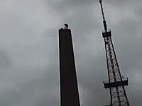 中国の煙突の壊し方を撮影した映像が面白い。上からトンカチで順番に壊す
