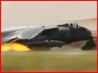 ハリアー(攻撃機)が着陸に失敗し炎上 パイロットはギリギリで脱出成功!