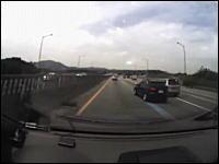 韓国で撮影されたドラレコ動画。目の前で接触した車が大変な事になっている
