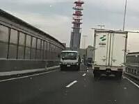 阪神高速12号守口線を逆走しているトラック。どうやったら間違うんだよ?