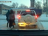 これはやさロシア。GJの称号を与えたい優しいロシア人男性の映像。怪力w