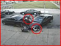 突っ込んできた車に前輪と後輪で二度轢かれてしまった10代の女の子・・・。