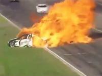 背筋の凍る事故映像。燃料満載の車が後ろから突っ込まれて大炎上