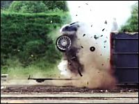車を193km/hでコンクリートに衝突させるクラッシュテスト。車の音じゃないww