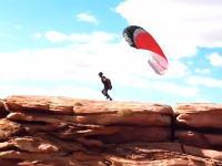 ひやっと動画。パラグライダーが崖からのテイクオフに失敗しギリギリった