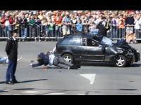 30日死亡事故 パレード見物客に車が突っ込み数名が死亡するショッキングな事件