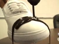 ハーシーズ涙目な撥水スプレーが凄い動画。もうこれは完全にバリアだな。