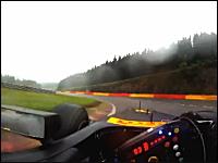 F1ドライバーの視界。目の位置に小型カメラを取り付けて走行してみた動画。