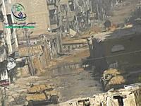 街に戦車だらけ。砲台をグリグリ動かして獲物を探している様子。シリア内戦。