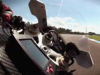 こりゃ凄い。ジャイロセンサーでバイクのオンボード映像が見やすくなったー。