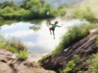 ギャルぶっ飛び動画。自転車ジャンプで大失敗wwwwwこれは痛いwwwww
