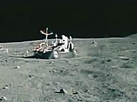 月面を爆走する月面車。3台合計で70キロメートル以上を走破した凄いヤツ。