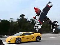 どんな飛び方だよwww飛行機とランボルのカーチェイスで飛行機がヤバい。