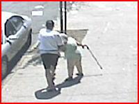 極悪な強盗が85歳のおばあちゃんから財布を奪う瞬間 これは酷い(@_@;)