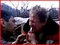 見てるだけで痛い。ペンチで強引に歯を抜くロシア人男性のビデオがぎゃああ