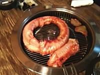 韓国料理「生ウナギの踊り焼き」がグロい(@_@;)網の上で大暴れする食材。