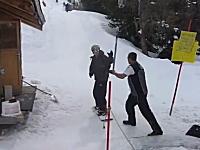 あるあるwww引っ張ってもらうタイプのスキーリフトにどうしても乗れない男性
