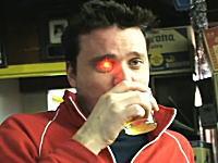 見たまま記録。右目に超小型ビデオカメラを埋め込んだ男性のムービー