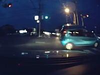 老夫婦の乗るクラウンが信号無視で突っ込んできてどーん!なドライブレコーダー