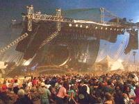 動画ヤバイ。アメリカで野外ライブ中のステージが崩壊して死傷者多数(@_@;)