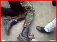 【リビア】捕えられた外国人の傭兵を殺そうとする人たちと守ろうとする人たち