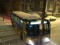 路面バスは滑っちゃダメだろwアイスバーンいやああああ!なツルツル動画