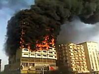 これはヤバすぎるビル火災(@_@;)なのにまったく消火作業が行われていないのはなんで?