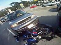 停止した瞬間に後ろから車に突っ込まれるバイクのライダー視点のムービー