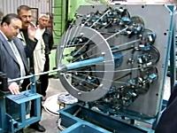 工場見学。糸やワイヤーを複雑に編んで織り上げる組み紐マッシーンが面白い。