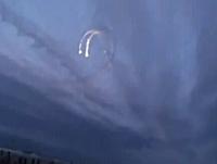 ミサイル?彗星?UFO!?ロシアの上空で撮影された謎の発光物体の映像