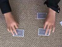 4枚のカードの下に一個づつ置いたコインが瞬間移動するマジックの種明かし