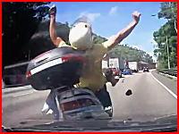 ビックスクーターに激しく追突する車側からの車載映像 なぜアップした?ww