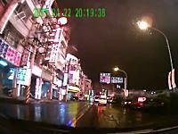 車を運転中に大爆発に遭遇してしまったドライブレコーダーの映像。恐ろしい