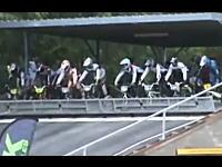 ネタみたいなスタート失敗でズッコケ×8。BMXレースでのアクシデント映像