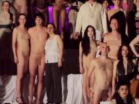 ちょwwwYouTubeにフルチン&フルパイwww全裸のオペラが凄すぎワロチ