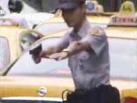 警官発砲しまくり ぐだぐだなカーチェイス
