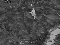 戦争動画。走って逃げるターゲットが地上部隊により射殺されるまでの映像。