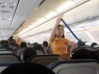 客室乗務員が「レディー・ガガ」 セブパシフィック航空のスッチーがノリノリw