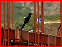 アメリカのゴールデンゲートブリッジは自殺の名所だった。リアル自殺注意