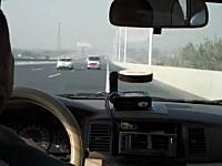 こんなタクシー乗りたくねえ!w 高速道路で分岐を間違って逆走する車載映像