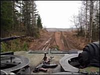 戦車の車載は珍しい。移動して主砲をぶっ放すレオパルト2の車載ビデオ。